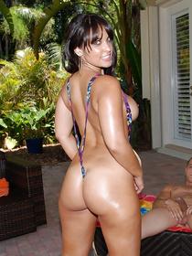 Latina woman wearing colorful bikini is getting wet holes penetrated