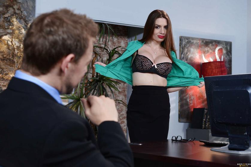 Insatiable office slut Veronica Vain enjoying a big throbbing cock  2256617