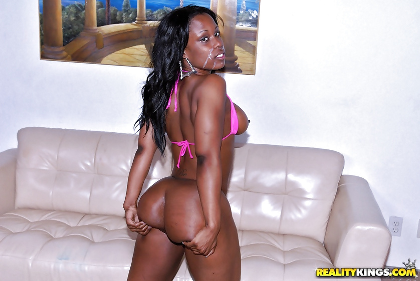 Fucking trimmed pussy of this sport ebony babe