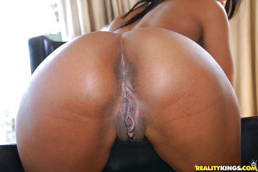 Perfect ebony woman is getting her holes drilled with big cock