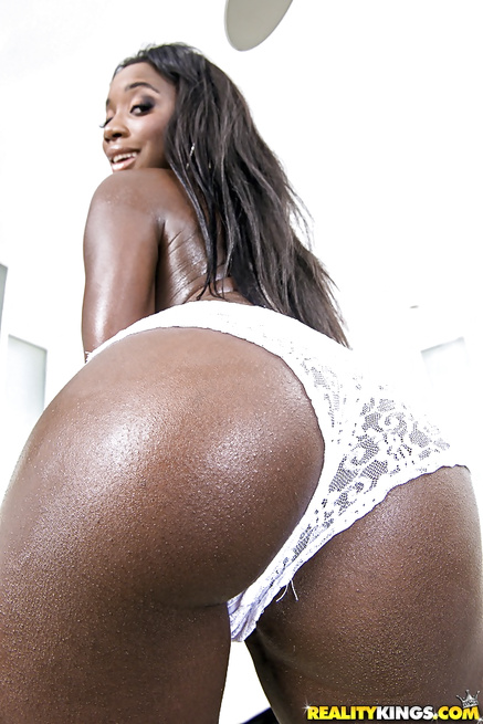 Passionate solo and wild sex from ebony queen