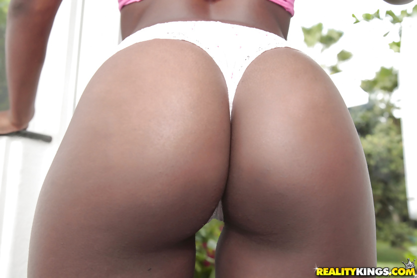 Chocolate model is happy to show her great sexual skills