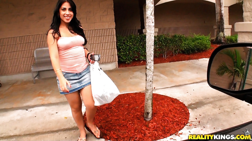 Banging Latina brunette is all the hottest moves