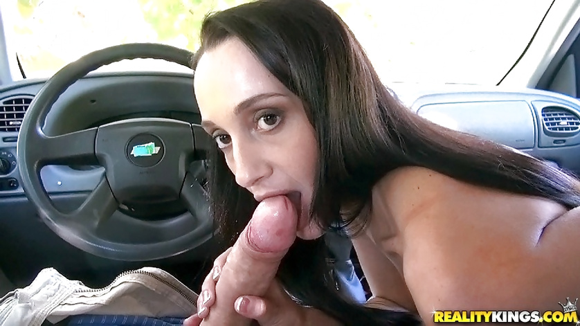 Skinny brunette is sucking penis in car and fucking outdoor
