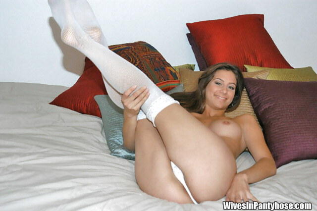 There are no secrets in masturbation for this brunette