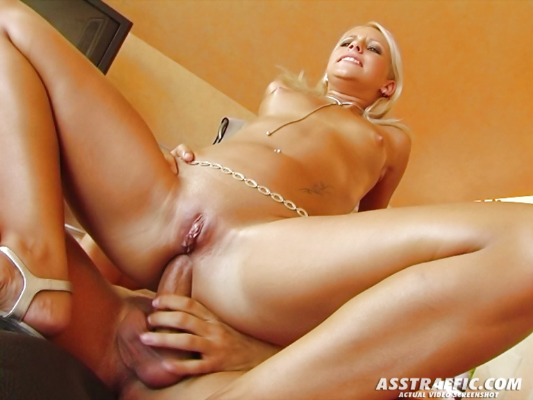 Anal fuck in the best gift for this lovely blonde lady