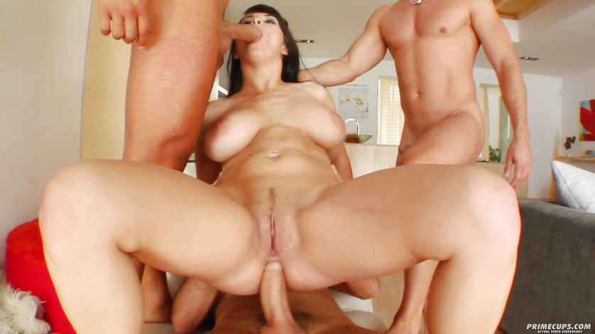 Unforgettable double penetration for big-tittied model