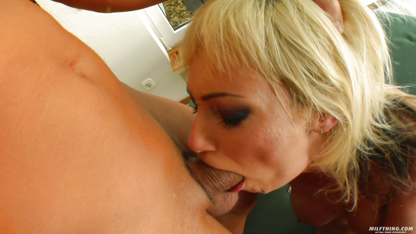 Kinky blonde with short hair gets drilled and jizzed on