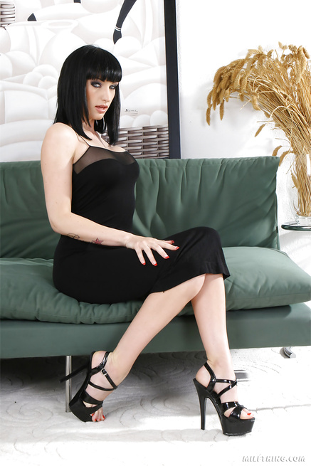 Nobody is fucking better than awesome MILF in black dress
