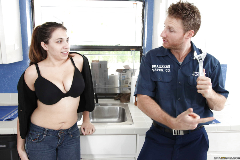 Hung plumber doesn't mind putting in that extra amount of work