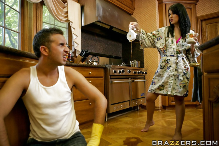 Annoying housewife gets her comeuppance in form of hardcore anal