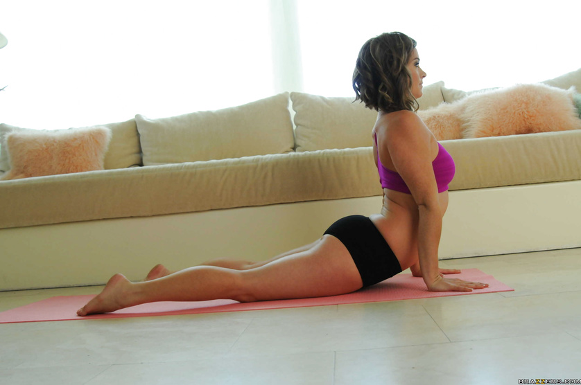 Sexy Sierra Sanders does some yoga and decides to stretch her asshole