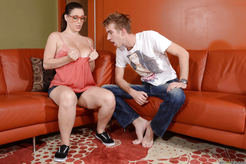 Nerdy and thick as fuck brunette gets banged on a leather couch