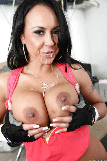 Fucking sport babe's boobs and penetrating her oiled twat