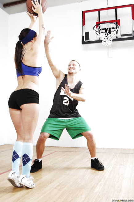 Shameless partners are playing basketball and having wild sex