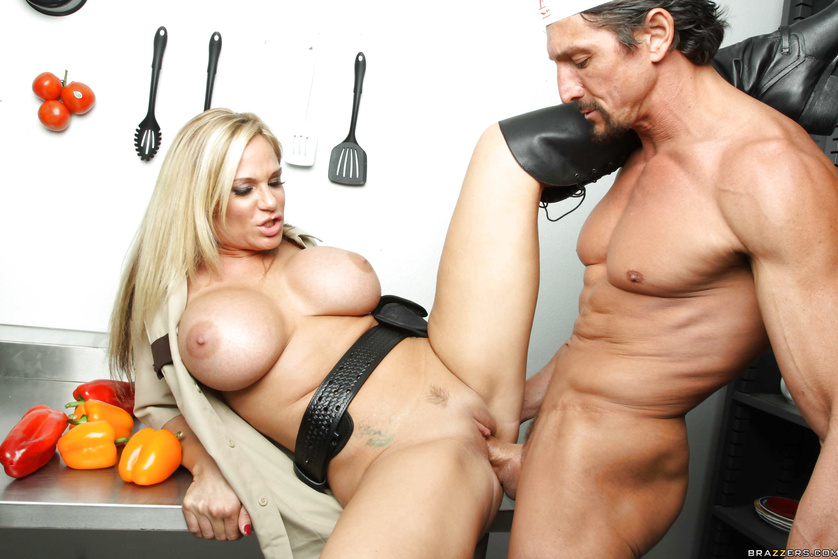 Muscular cooker is banging the juicy police woman in the cafe