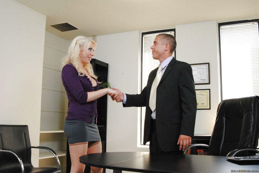 Blonde secretary wants to fuck a big-dicked boss in his office