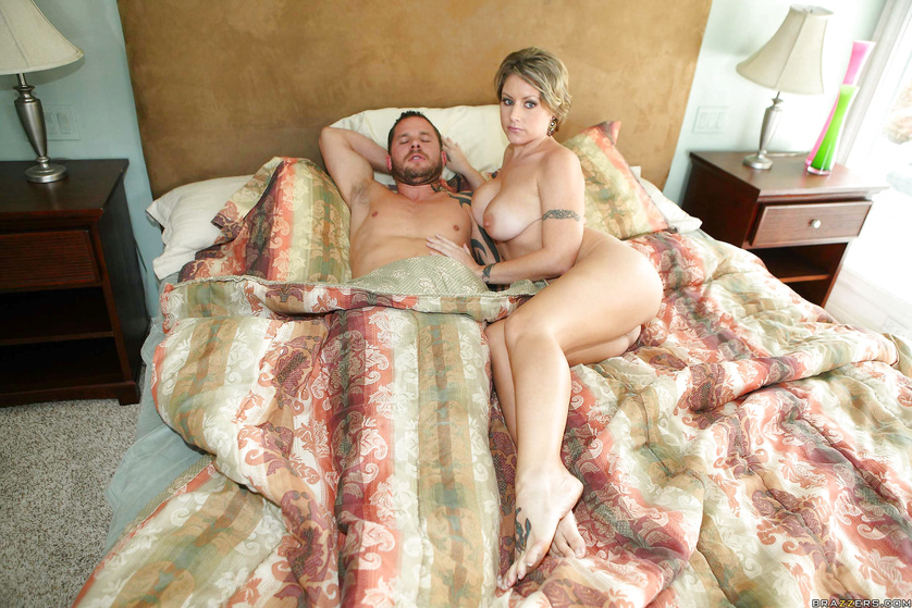 Wonderful model is getting her ass tortured wildly in the bedroom