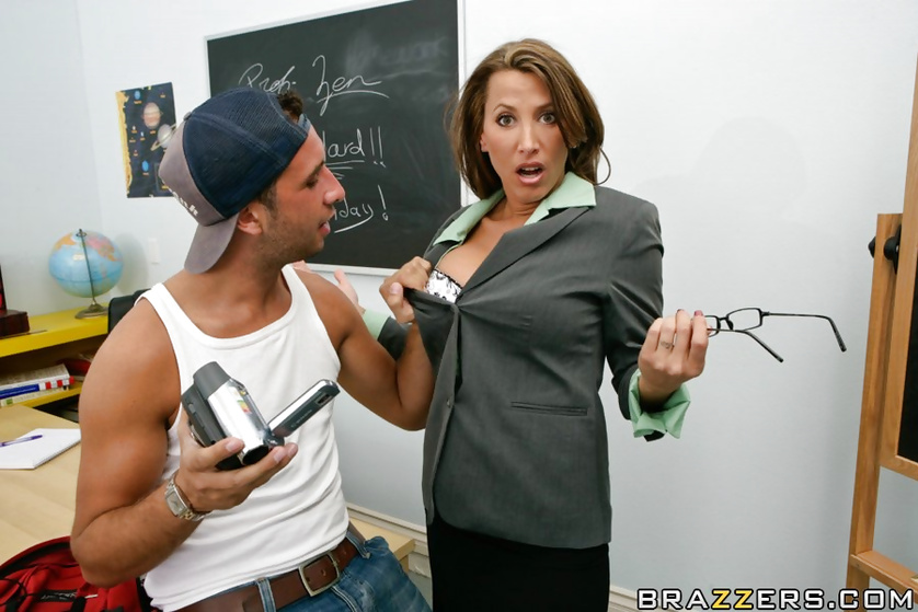 Aggressive teacher with glasses fucks her douchey student