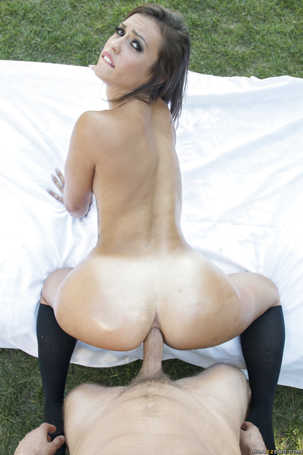 Outdoor fuck session with the brunette wearing black socks