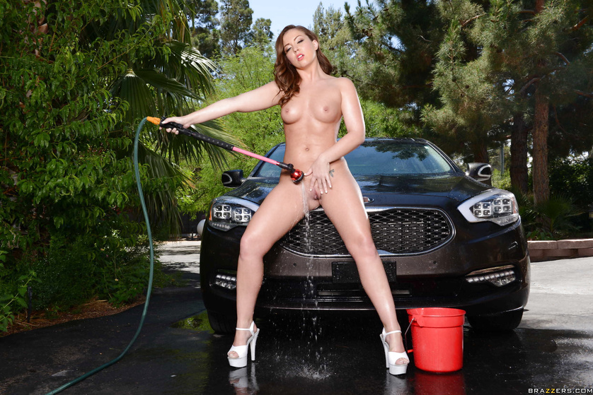 Wet whores are washing the black car and fucking with the driver