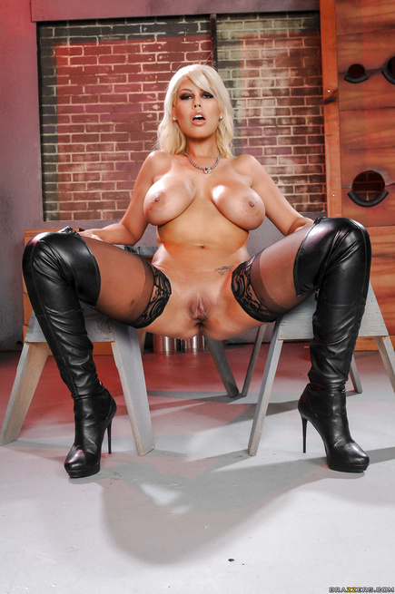 Blonde model in black boots gets fucked in hardcore manner