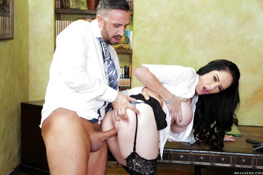 Brunette's coffee break turns into a hardcore fuck-fest with the boss