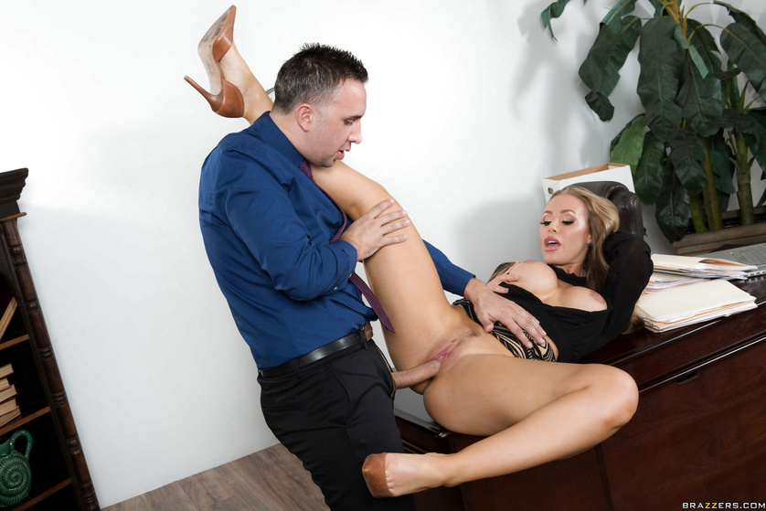 Nicole Aniston offers her boss some relaxation by fucking him senseless