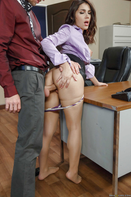Foot fetish secretary seduced by a guy who wants to fuck her pussy