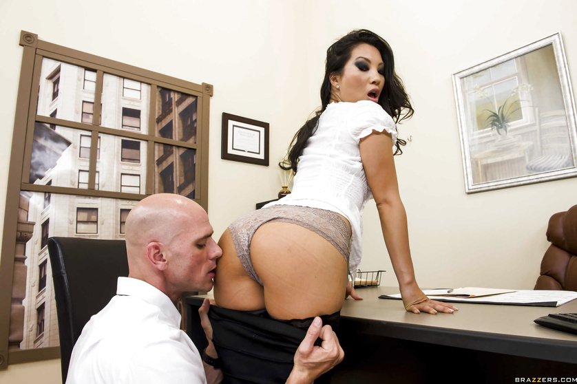 Asa Akira shows her pretty pussy and gets banged shortly thereafter