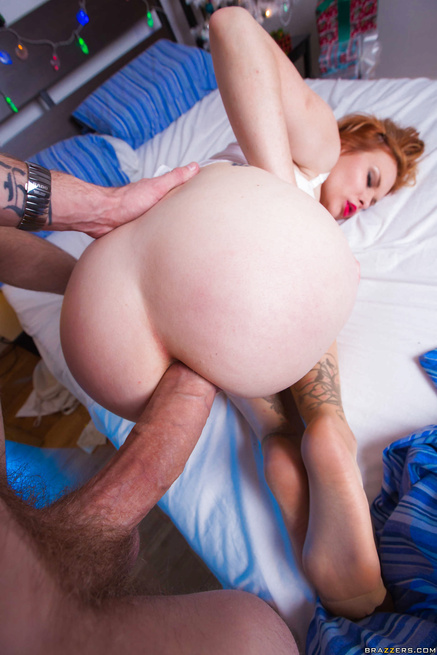 Anal sex obssesed redhead gives the best X-mas gifts