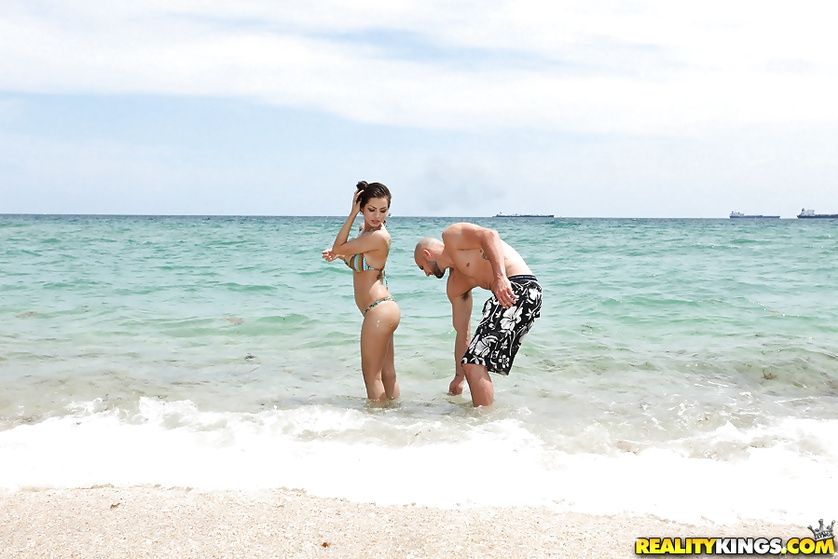 Sexy Latina chick meets man on the beach and fucks with him