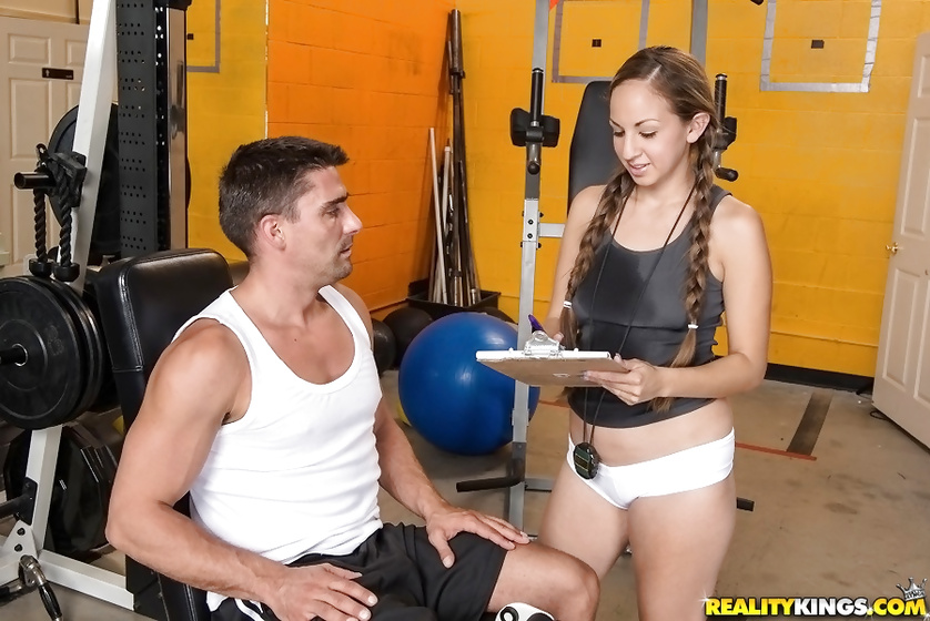 Sport instructor is penetrating slutty babe in the gym wildly