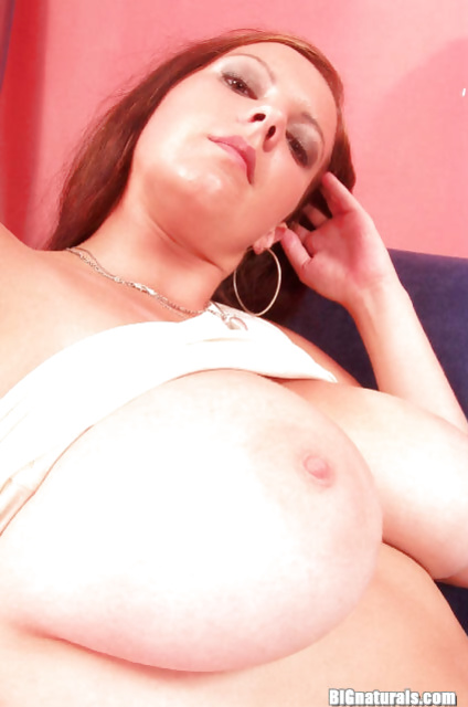 Solo posing session from a busty amateur wife in her hot stockings