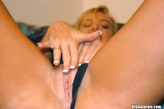 Tanned MILF masturbates her beautiful pussy after undressing