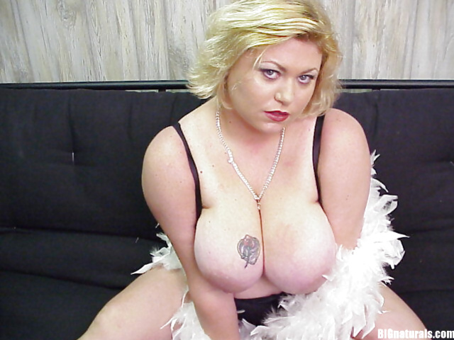 BBW dose bondage in her sexy outfit while exposing her tattoos
