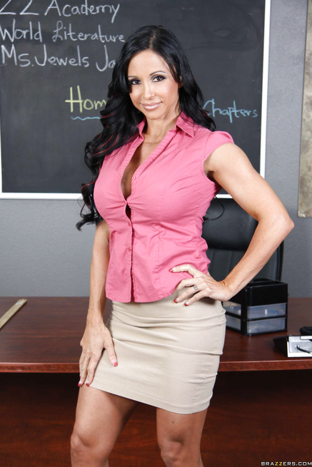 Ms. Jewels Jade seduces her big-dicked student in the classroom