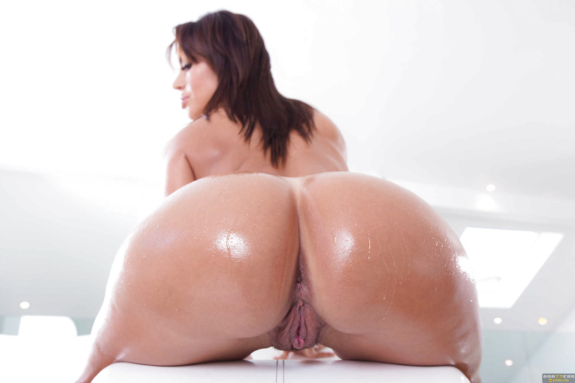 Fantastic fucking session with an oiled-up, shameless brunette