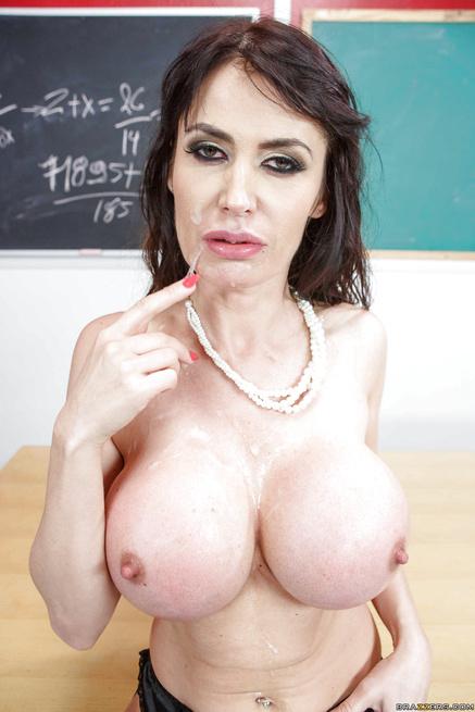 Busty pornstar is enjoying threesome in the classroom
