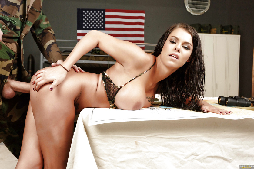Camo get-up brunette has this big-dicked soldier boy's six