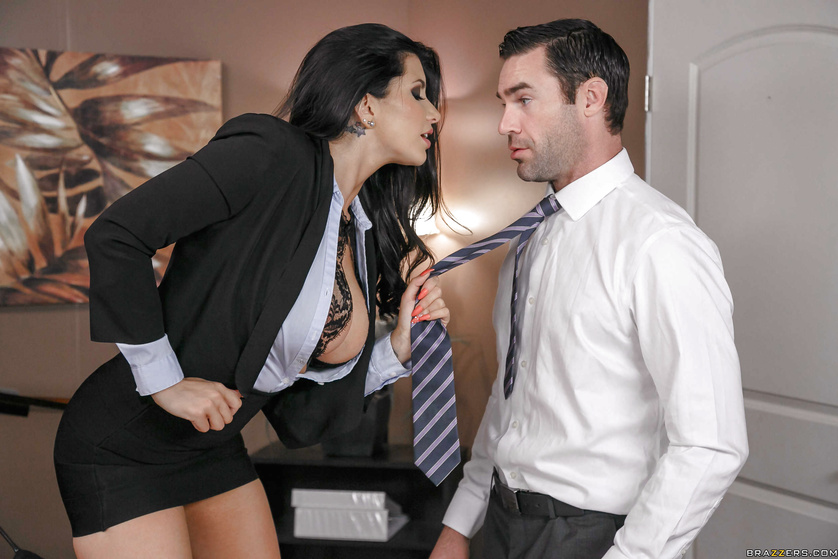 Cock-hungry secretary is getting fucked and jizzed on