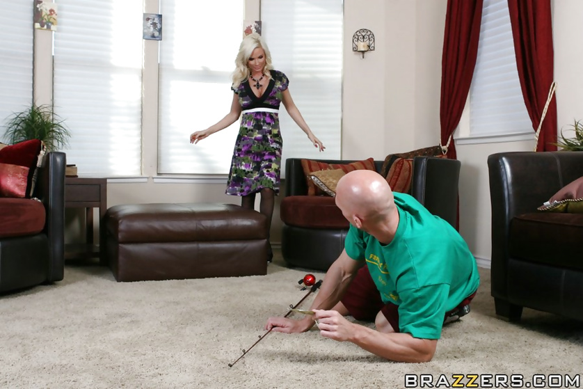 Sexy housewife with blonde hair can be fucking all day long