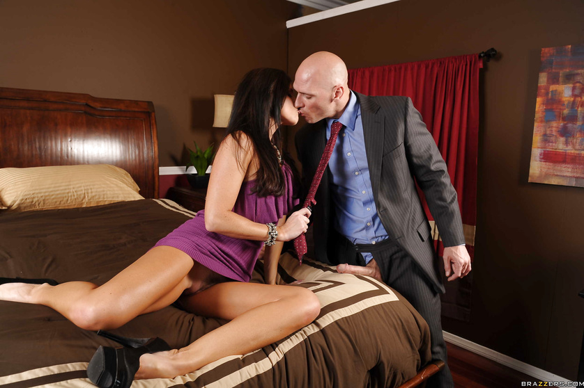 Purple blouse brunette welcomes her boyfriend with her pussy