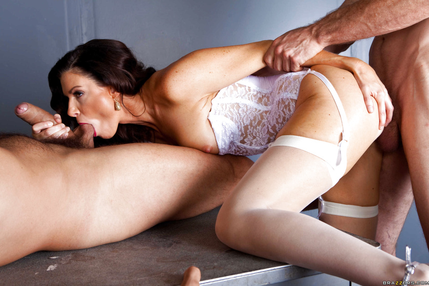 Femme fatale India Summer DP'ed by two police officers