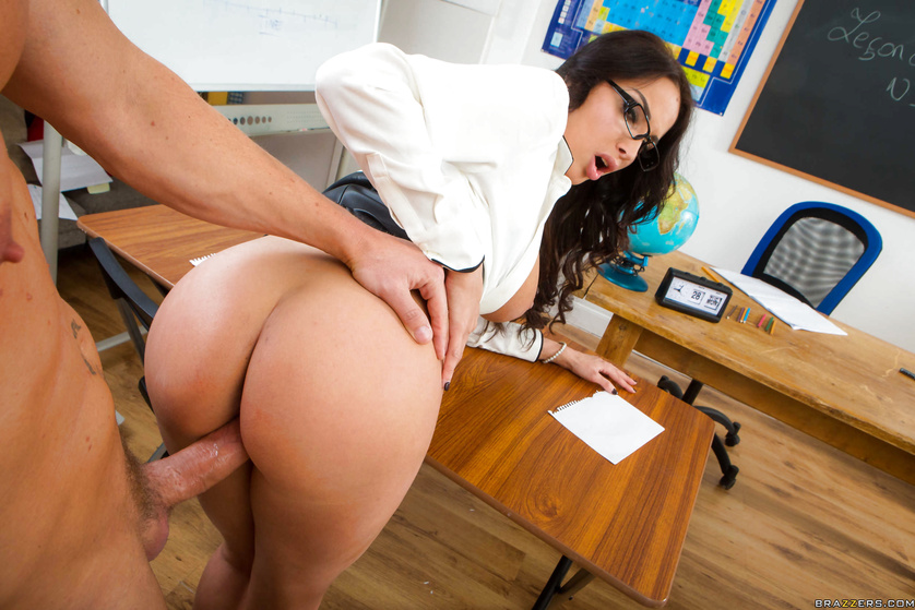 This juicy teacher wants her strong student to fuck her deep