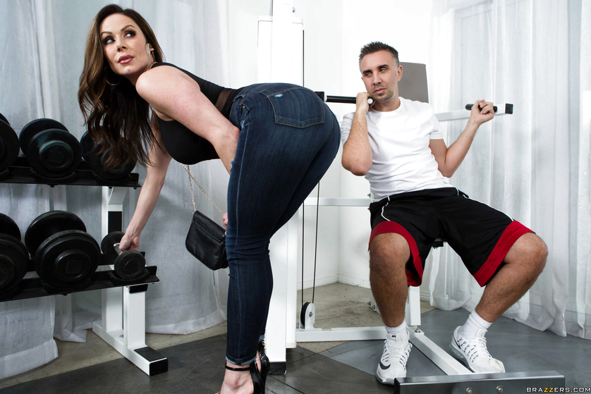 Lusty and kinky MILF Kendra Lust gets fucked by a hung guy at the gym
