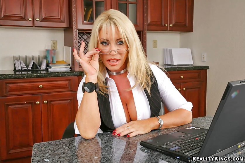Skinny blonde has her MILF pussy nailed on the kitchen in doggy style