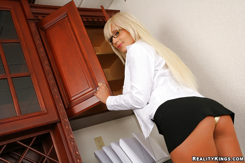 Making a blonde secretary scream from multiple orgasms in office