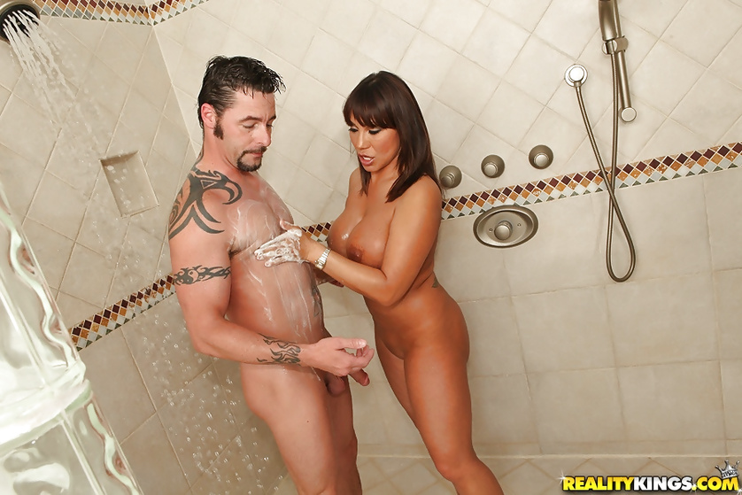 Gardener seduced and fucked by a sweet MILF in the bathroom