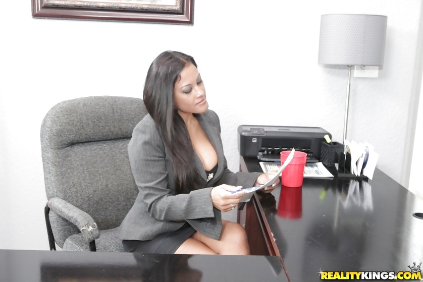 Enjoying sweet pussy of a MILF secretary on the office table